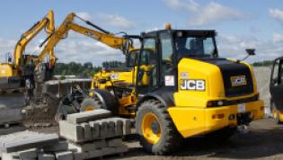 Firma JANSZ stawia na JCB